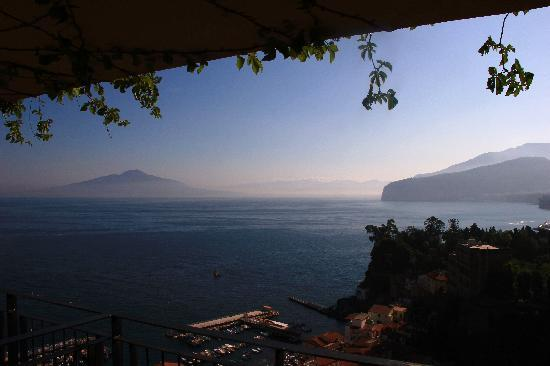 Hotel Bristol: Vesuvius view from our balcony