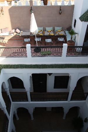Riad Baba Ali: terrasse petit dej