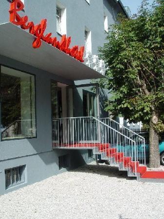 Berglandhotel Salzburg: Entrance