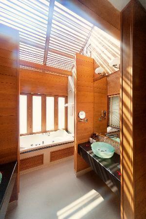 KC Resort & Over Water Villas: Over Water Villa Jacuzzi