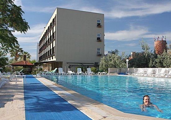 Dikili, Tyrkiet: Sunset Hotel and pool