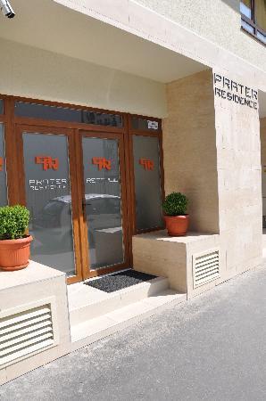 Prater Residence: Front Door