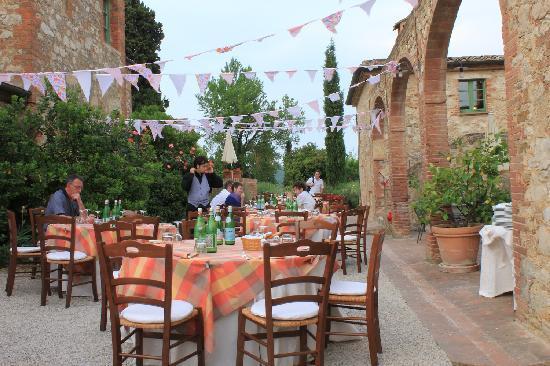 Hotel Borgo Casabianca: il cortile