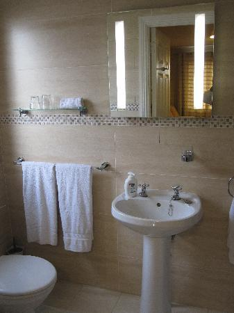 Windsor Lodge: Ensuite Bath -- Chalet