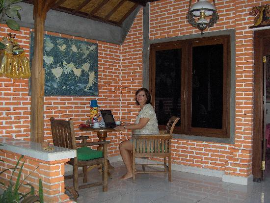 Pramesti Bungalows: Porch of Bungalow #3