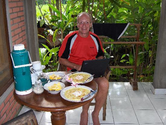 Pramesti Bungalows: Breakfast