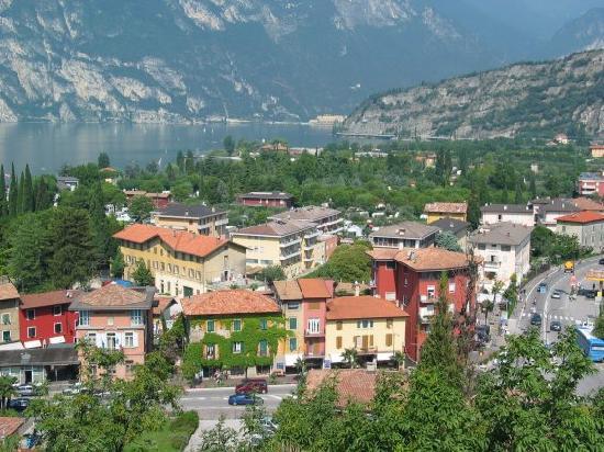 Hotel Garni Villa Magnolia: Ausblick über Torbole