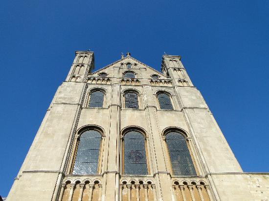 Norwich Cathedral: Lovely stonework against the blue sky