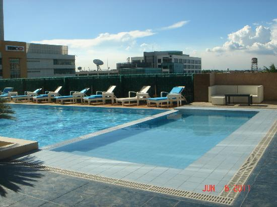 Swimming Pool Picture Of The Bellevue Manila Muntinlupa Tripadvisor