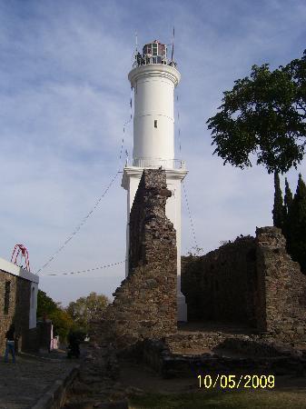 Colonia del Sacramento, Uruguay: Faro que guiaba en su época a barcos de los navegantes
