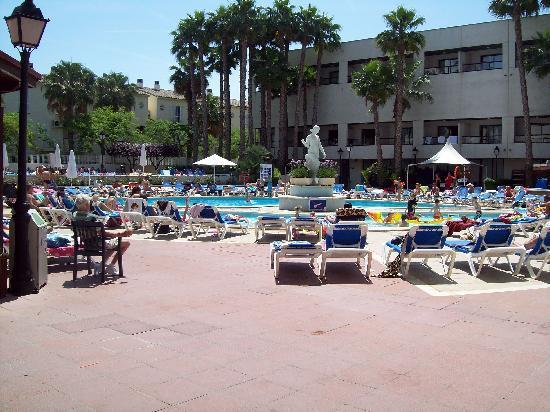 Estival Park Salou: hotel pool