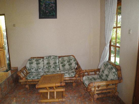 Mumbul Guesthouse: petit salon de la première chambre