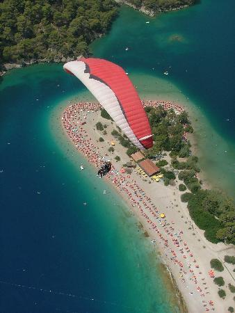 Karbel Hotel: paragliding...it's a must