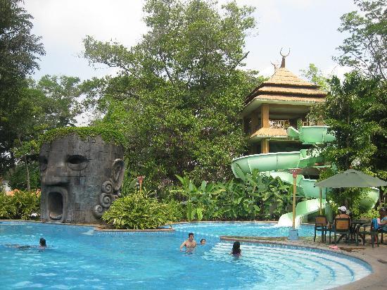 Retalhuleu, Guatemala: Pool at Xocomil's Palajunoj Hotel