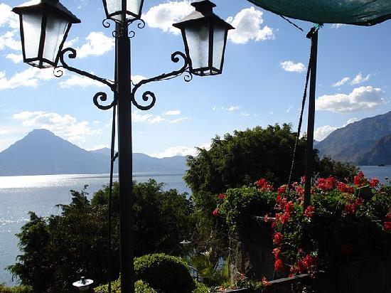 Hotel Posada de Don Rodrigo Panajachel: vista desde el desayunador
