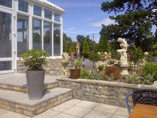 The Manor House Hotel : Garden area