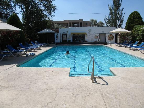 El Rey Court : Great pool!