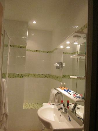 Royal Hotel: Bathroom