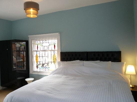 Grosvenor Place Guest House: Superking size luxury bed
