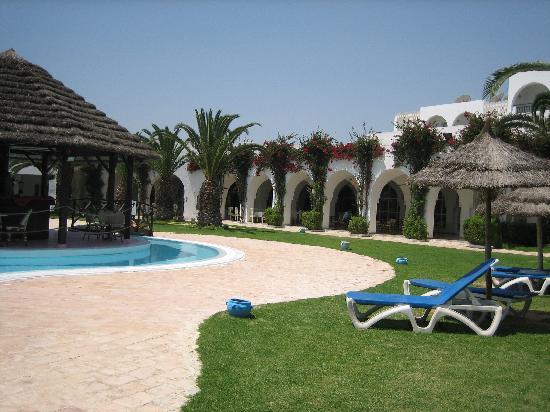 Hotel Shalimar : Piscine + parc