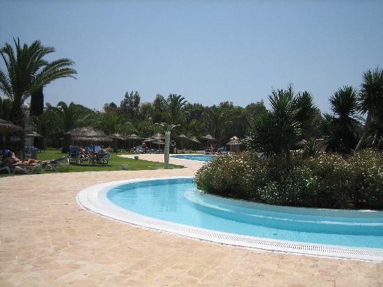 Hotel Shalimar: Piscine + parc