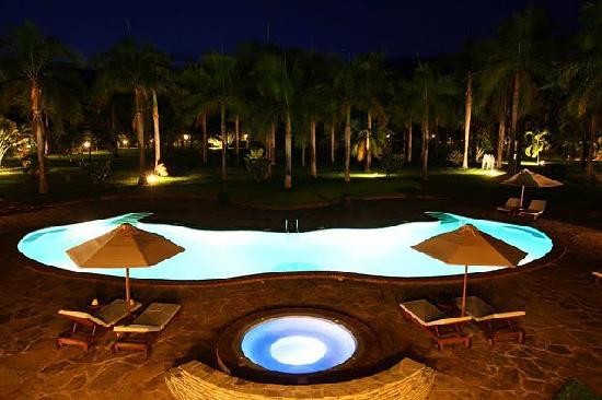 Sunset Villa Luxury Boutique Resort: The swimming pool & Jacuzzi