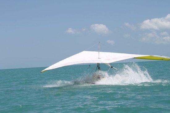 Paradise Hang Gliding: water landing