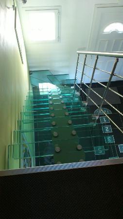 Le Relais de Drugy: Un escalier en verre !