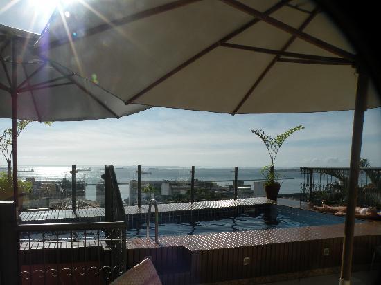 Hotel Casa do Amarelindo : El Deck, La pileta y la Bahia