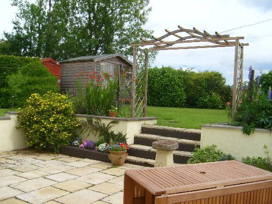 Pen Pentre B & B : Garden & patio area