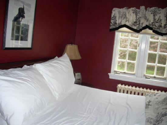 Forty Putney Road Bed and Breakfast: The Ripley Suite