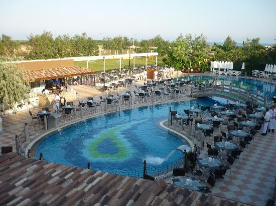 Une des piscines obr zek za zen belek beach resort for Piscine 07500