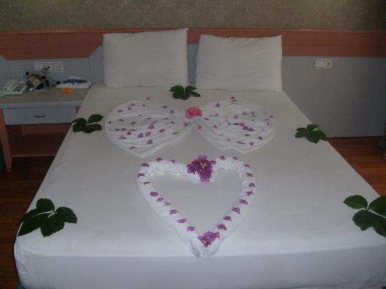 Golden Beach Hotel: The maids decoration if tipped.