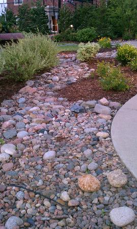 Homewood Suites by Hilton @ The Waterfront: Nice landscaping