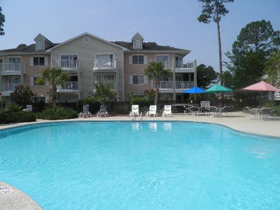 Brunswick Plantation Golf Resort: Commons l Pool Area