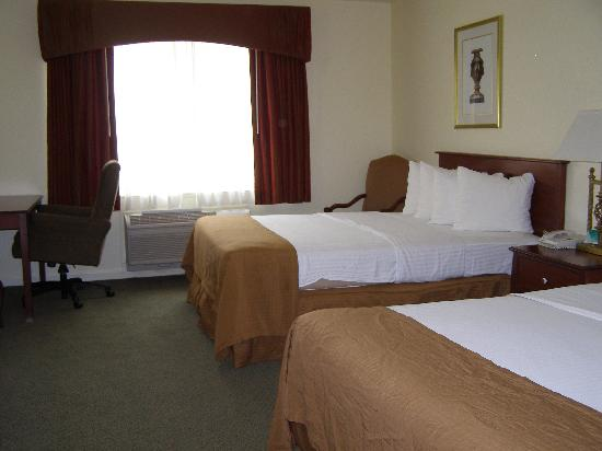 Best Western Plus Cedar Inn & Suites: 2nd room