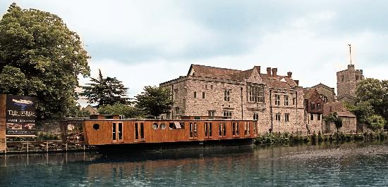 The Barge Riverside Restaurant: Fantastic Location in the heart of Kent accompanied with quality food & friendly Service