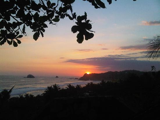 Zipolite, Mexico: Sunset view from Loma Linda