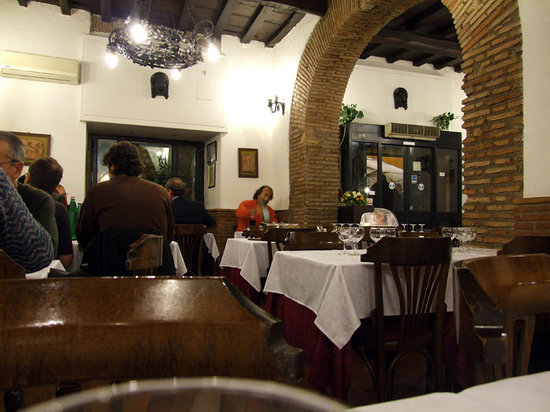 Grotte Del Teatro Di Pompeo: View in the restaurant