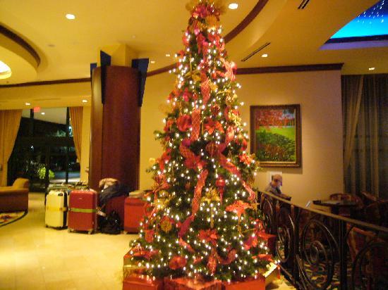 Orlando Marriott Lake Mary: クリスマスの時はツリーがきれいだった。