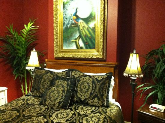 Dauphine House Bed and Breakfast: The Ingenue Room