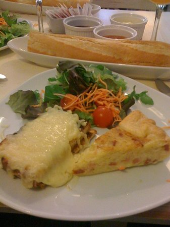 Omelette & Baguette : torte..baguette..marmellate...toast con formaggio fuso