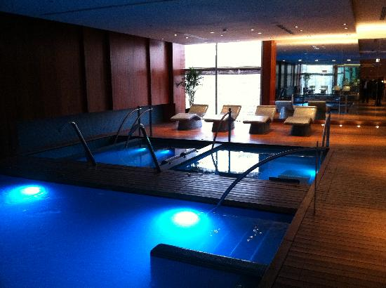 The Westin Lima Hotel & Convention Center : spa area with heated loungers