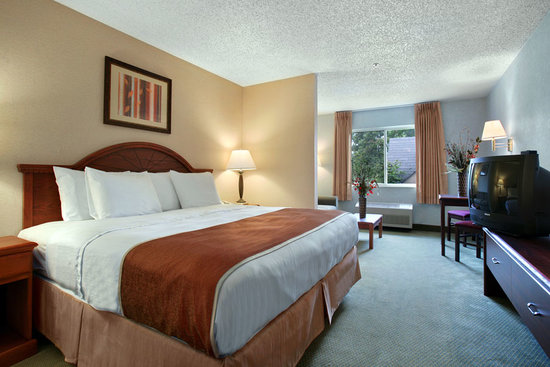 Days Inn & Suites Vancouver: King Suite