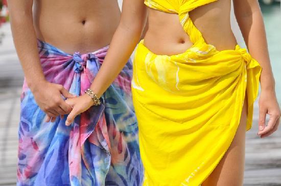 InterContinental Bora Bora Le Moana Resort: Pareo Show