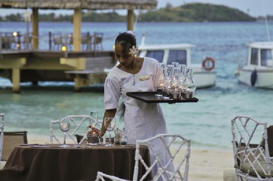 InterContinental Bora Bora Le Moana Resort: Restaurant Service