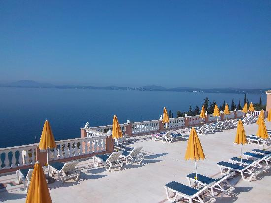 Sunshine Corfu Hotel & Spa: The view from MY sunlounger!!!