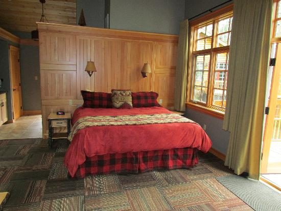 Alpine Village Cabin Resort - Jasper: Interior