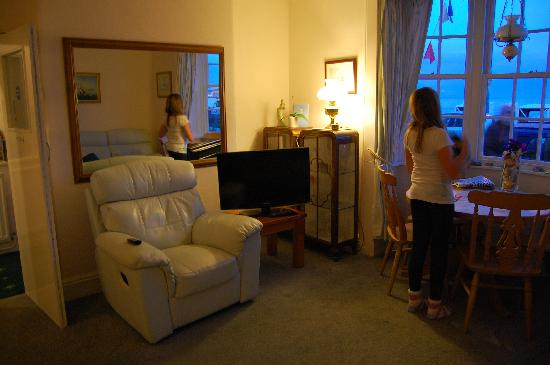 The Redcliff B&B Guest House: Lounge - with reclining seats