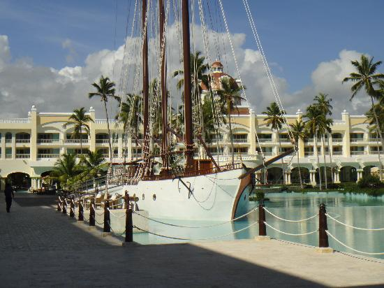 Iberostar Grand Hotel Bavaro: Boat-Night club  (april 2011)